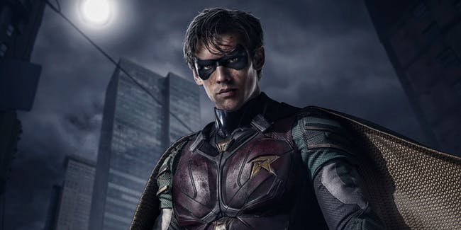 brenton-thwaites-as-robin-in-titans-2018