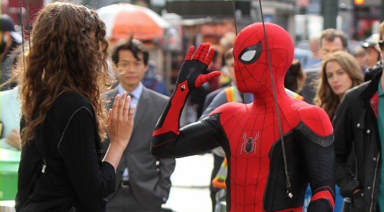 tom-holland-dons-spider-man-far-from-home-costume-while-filming-with-zendaya-in-nyc208-e1539373190814